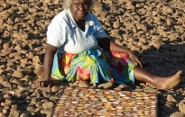 9.421113phyllis-ningarmara-gerany-stone-country-at-woorrem-woorrem-photo-courtesy-of-waringarri-aboriginal-arts-2009