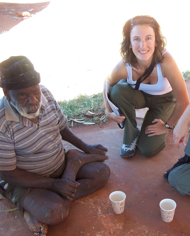 Solenne Ducos-Lamotte with the late Paddy Japaljarri Sims in Yuendumu in 2007 - Photo IDAIA published with the authorisation of the artist's family