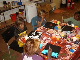 Warakurna - Children painting