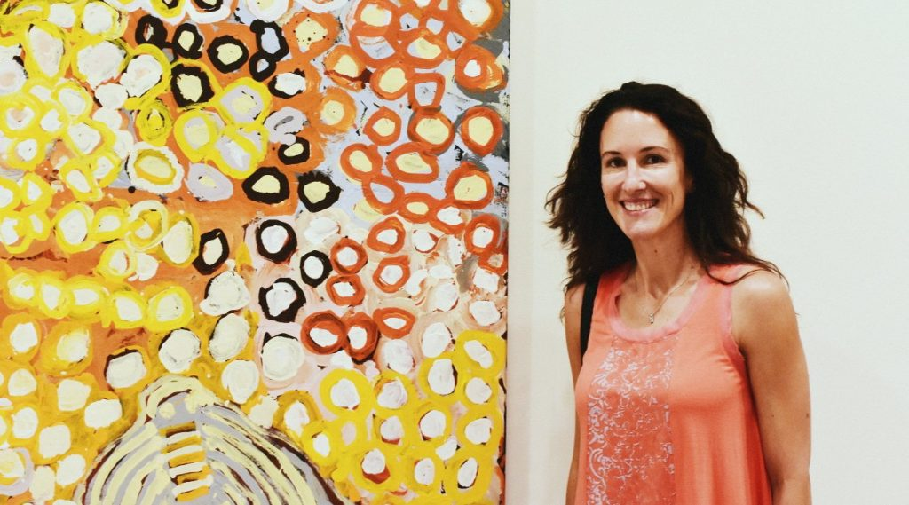Solenne Ducos-Lamotte with painting by Harry Tjutjuna at the Art Gallery of NSW © Le Courrier Australien - Photo Audrey Couppé de Kermadec